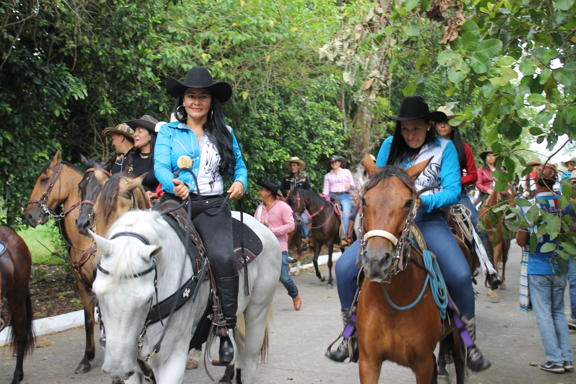 Sabanalarga: así fue la cabalgata femenina La Perla