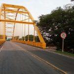 Motociclista falleció al chocar contra la baranda de un puente en Monterrey