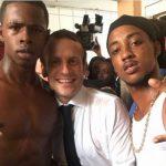 Polémica por fotografía de presidente Macron con joven que salía de prisión