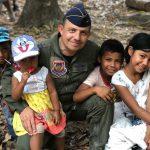 Fuerza Aérea llegó con regalos a Caño Mochuelo